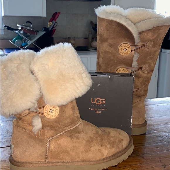 859ddaaa902 Authentic Bailey Button Triplet Ugh boot